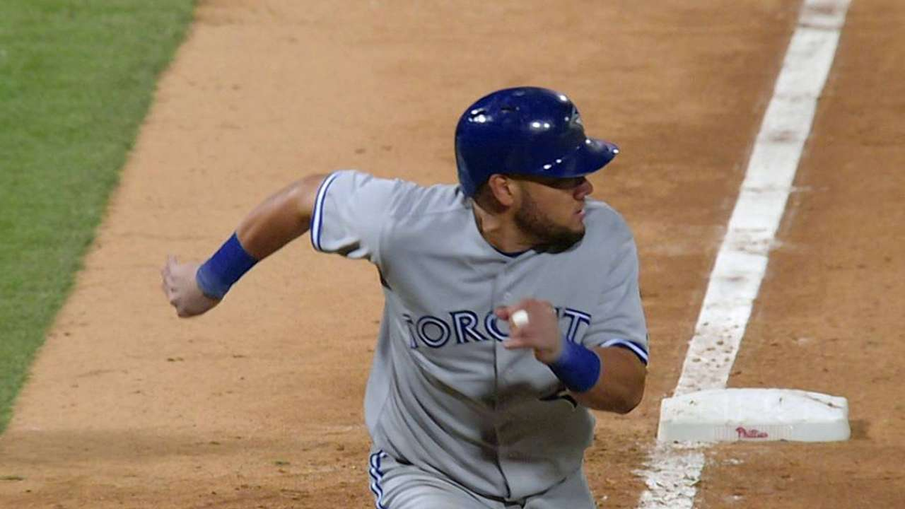 Blue Jays cap road stretch with rally vs. Phils