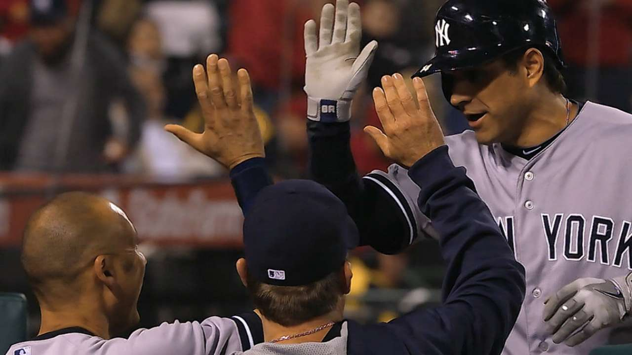 Roberts' solo blast sends Yankees to win over Halos