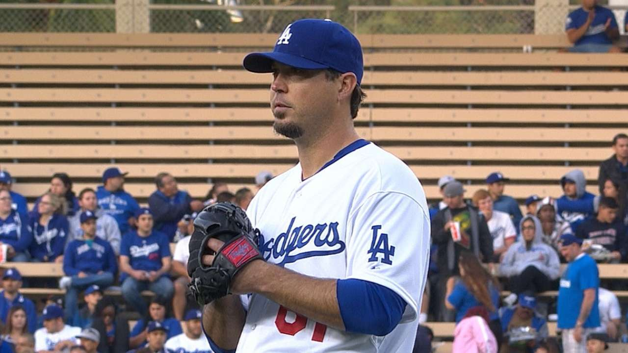 Dodgers miss chance to get right behind Beckett