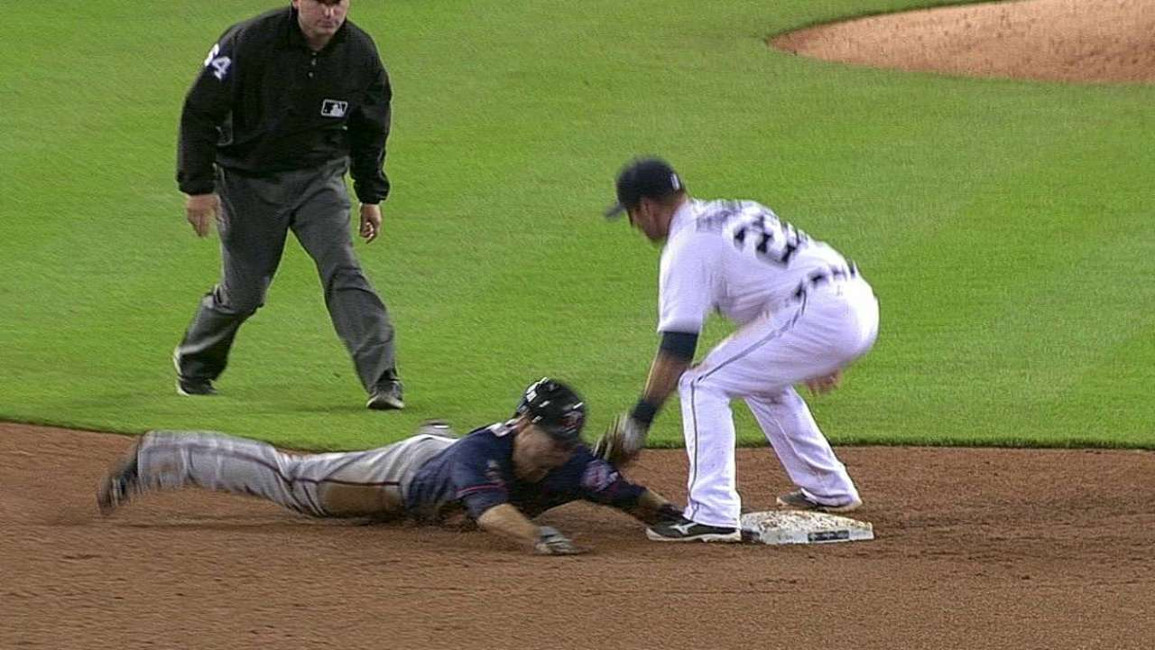 Replay confirms out call in Twins-Tigers clash