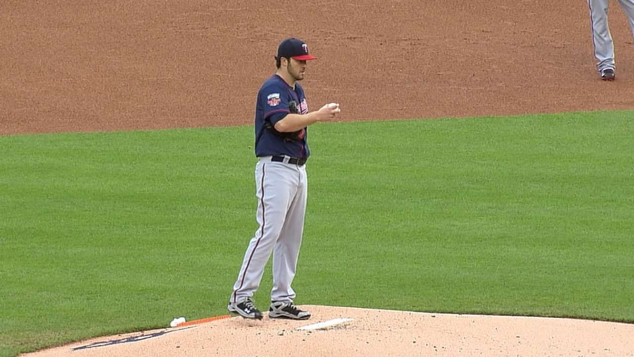 Hughes outduels Verlander for fourth straight win
