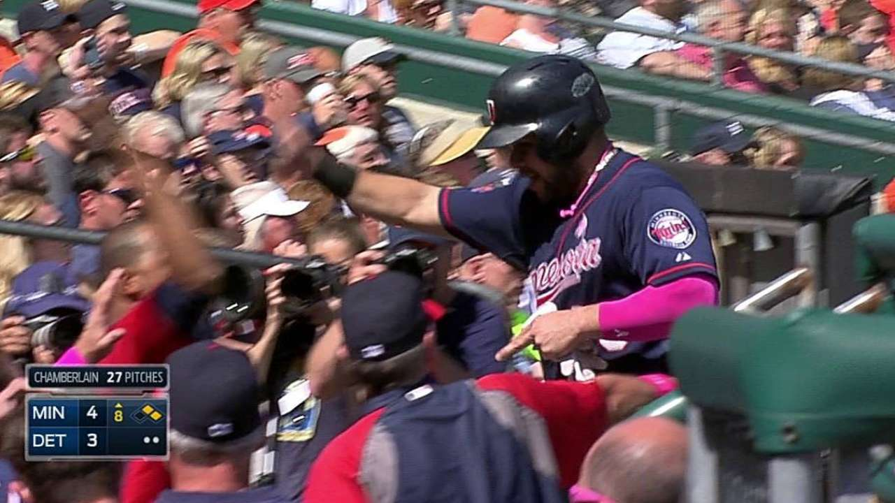 After late rally, Twins end road trip with series win