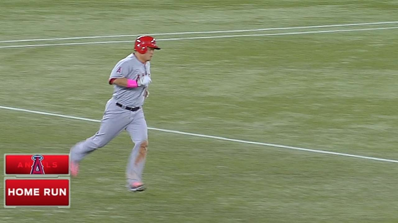 Conger's career day clinches series for Weaver, Halos