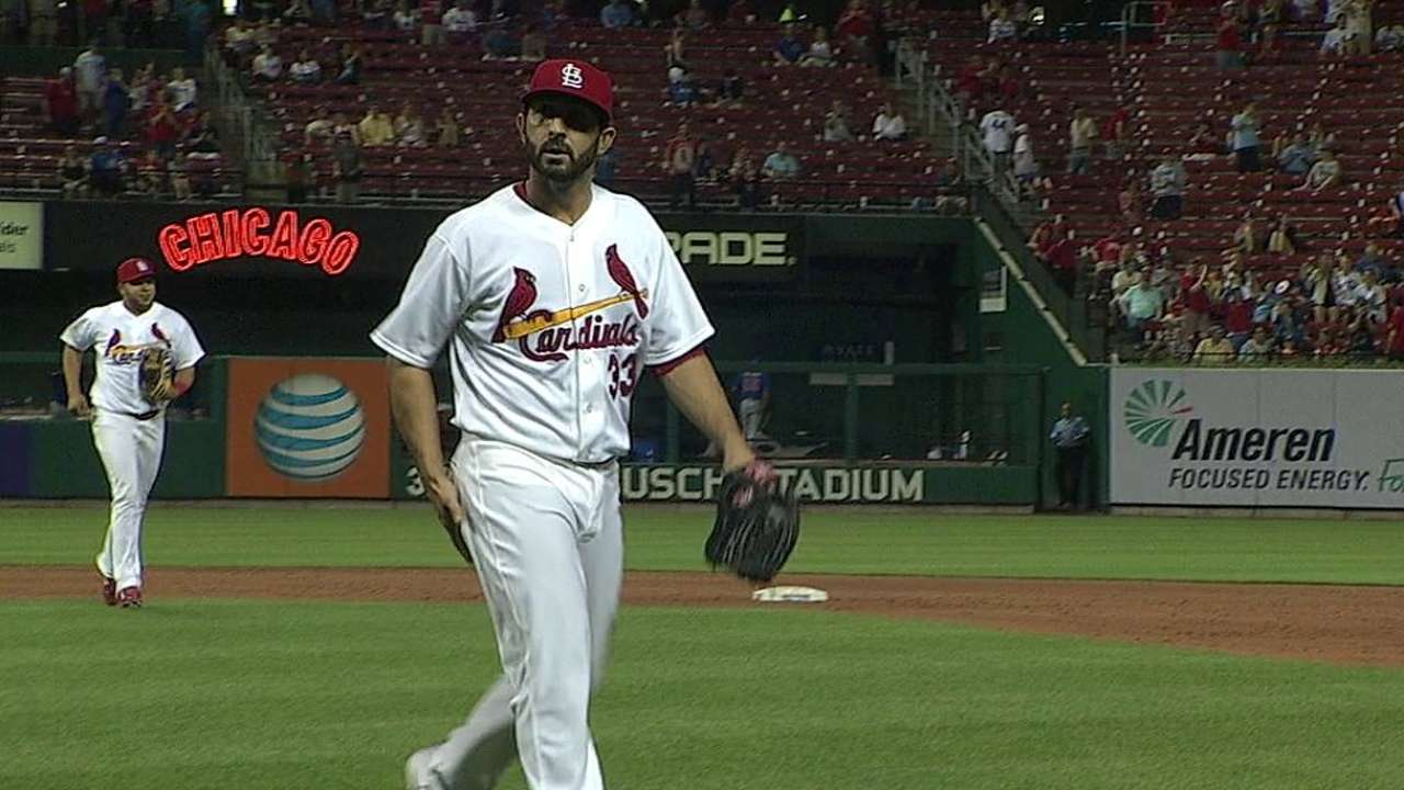Cards use Descalso to record final out of ninth