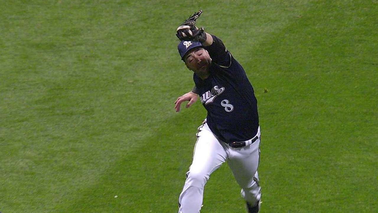 Braun gets breather in Brewers' opener vs. Cubs