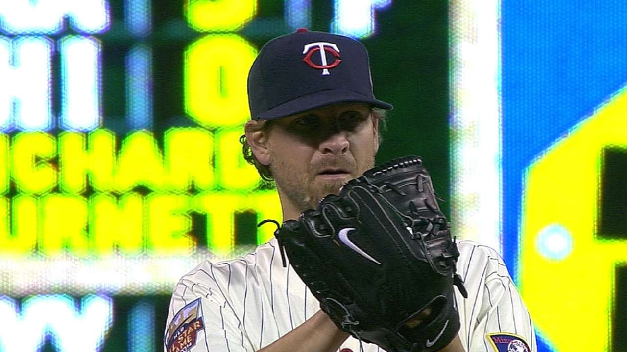 Twins designate Guerrier, call up reliever Pressly