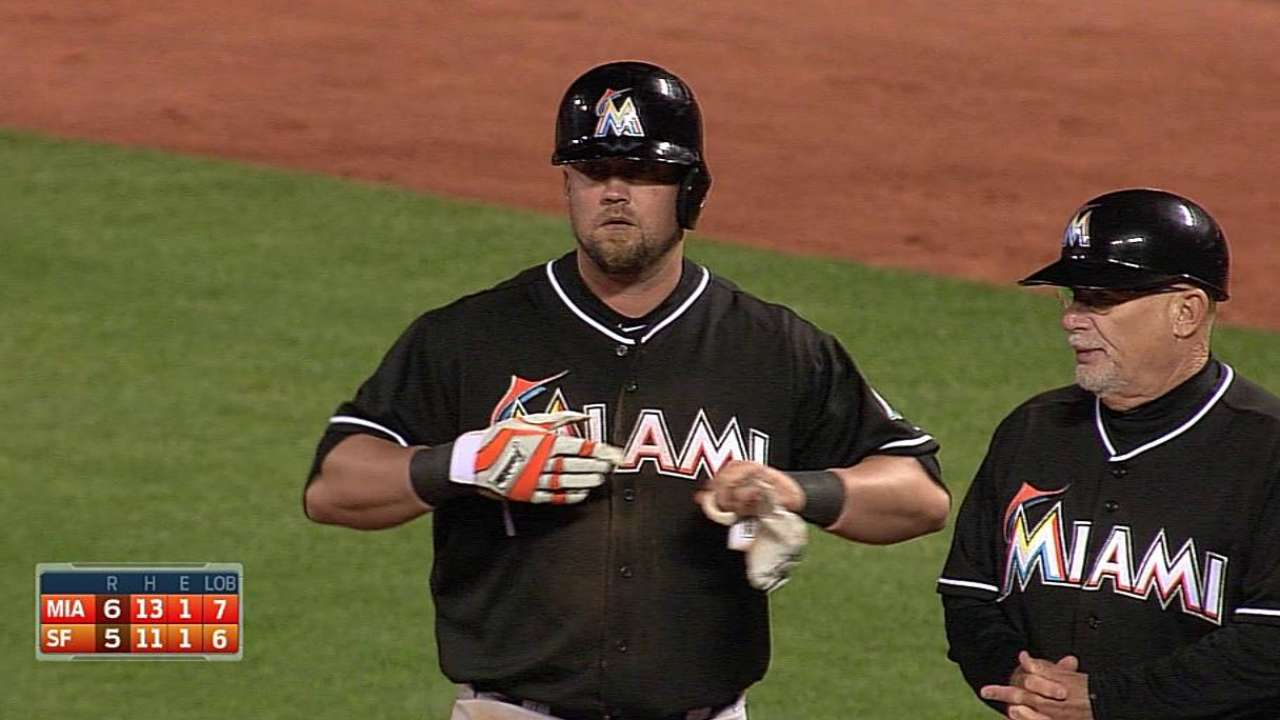 Hit de McGehee decide triunfo de Marlins en S.F.