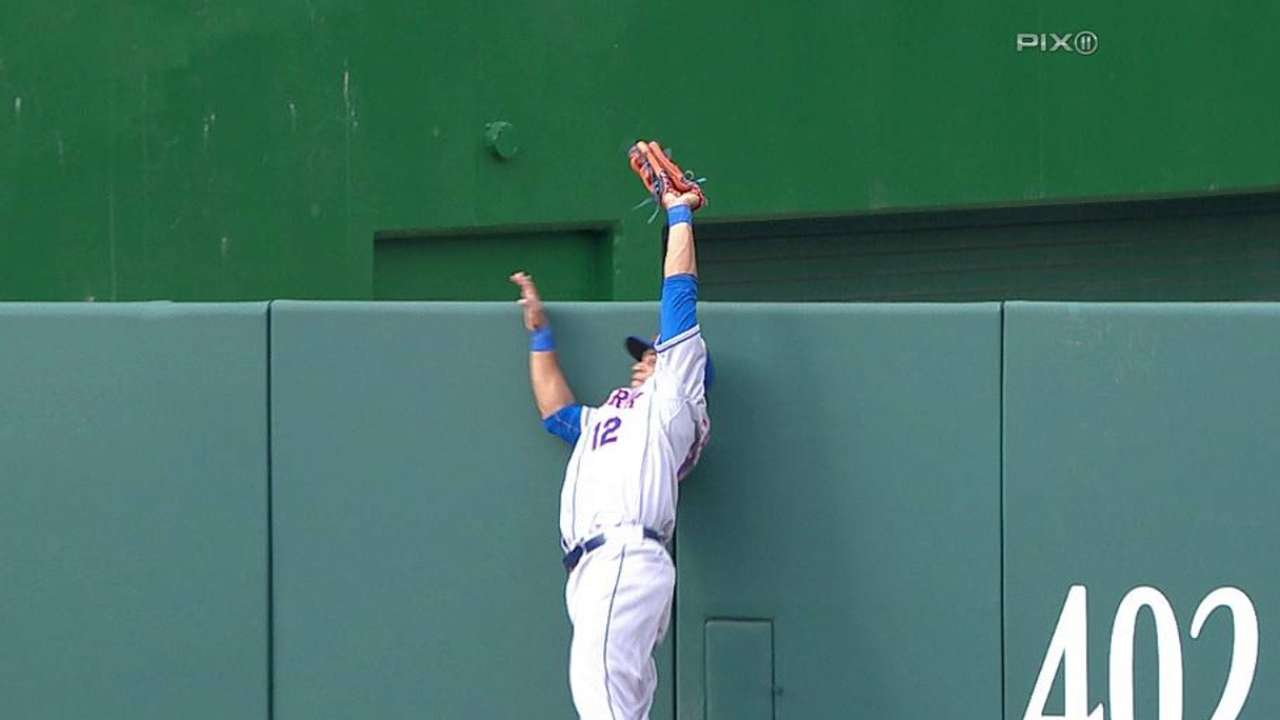 Lagares' leaping catch at wall