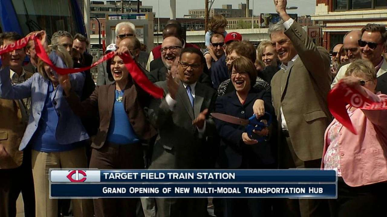 Twins help usher in Target Field Station