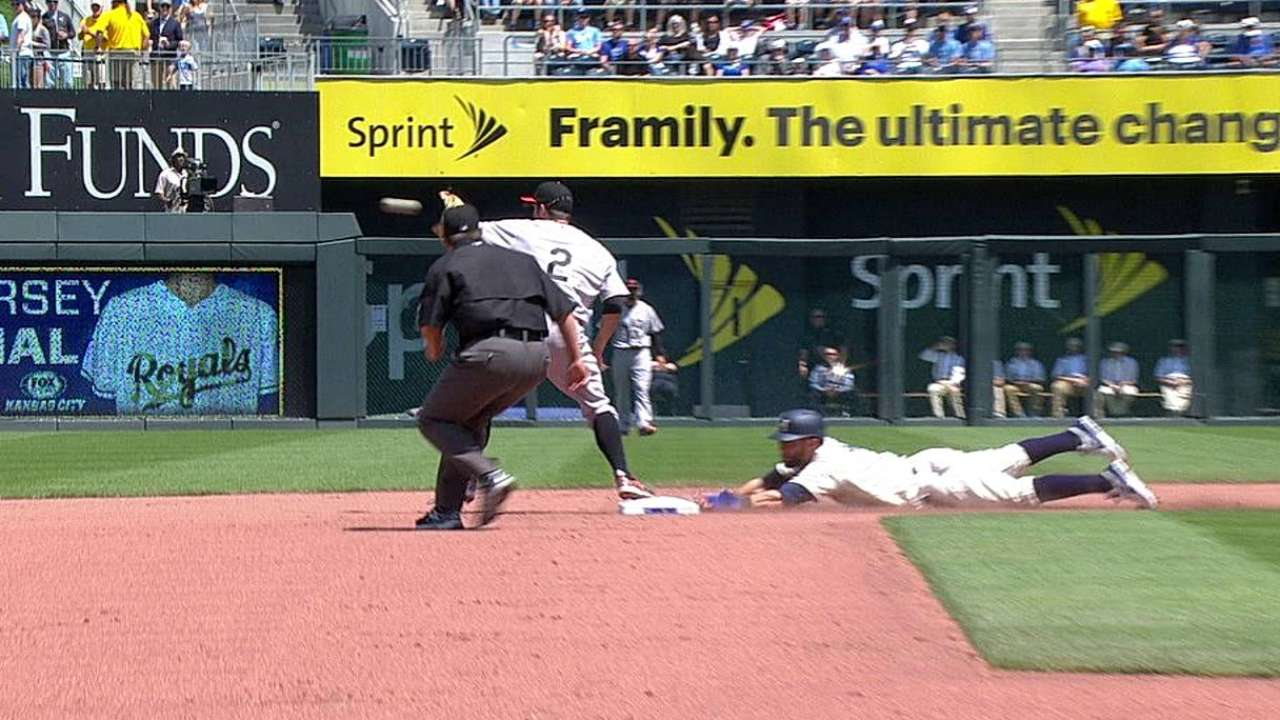 Pair of calls overturned in O's-Royals contest
