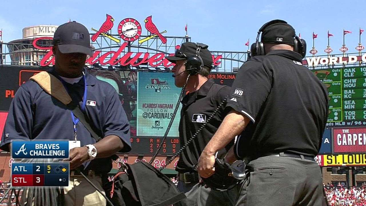 Braves drop replay challenge in fifth against Cardinals