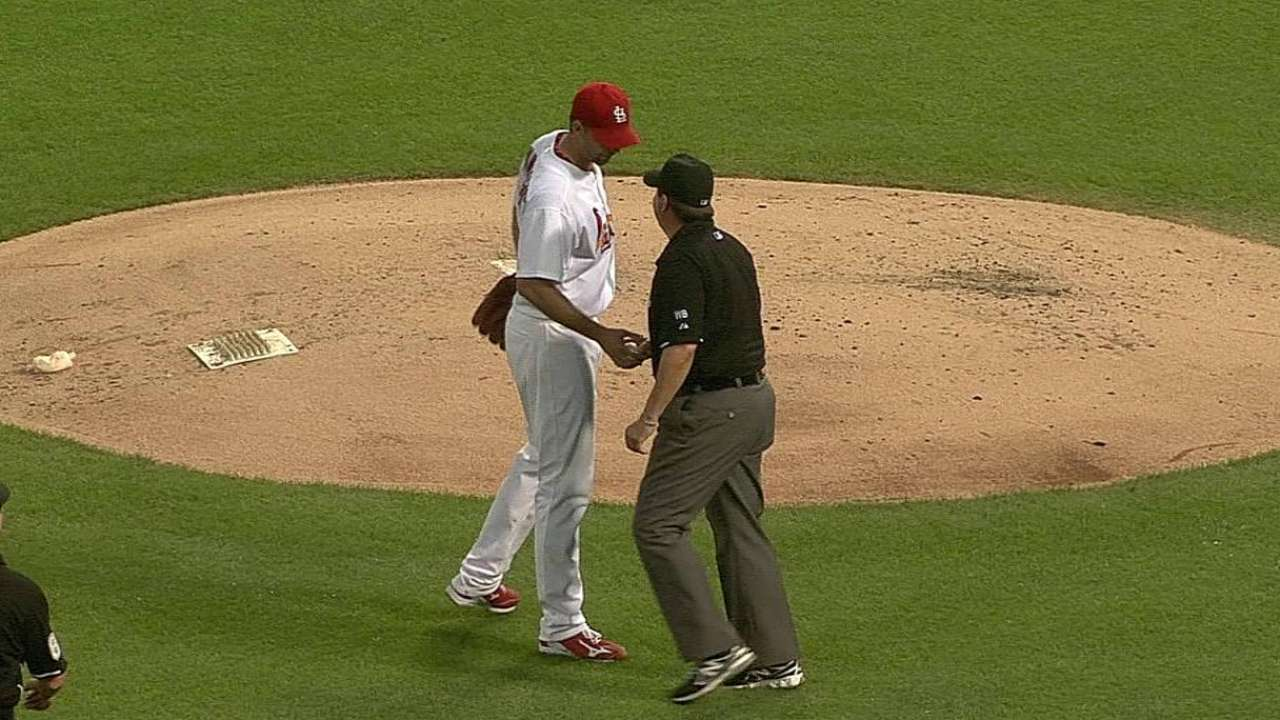 Umpire O'Nora exits D-backs-Cards tilt with illness