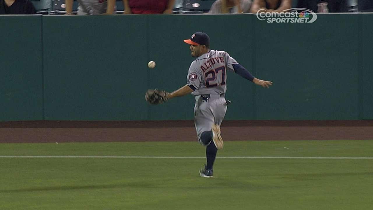 Altuve pega 3 hits pero Astros caen con Angelinos