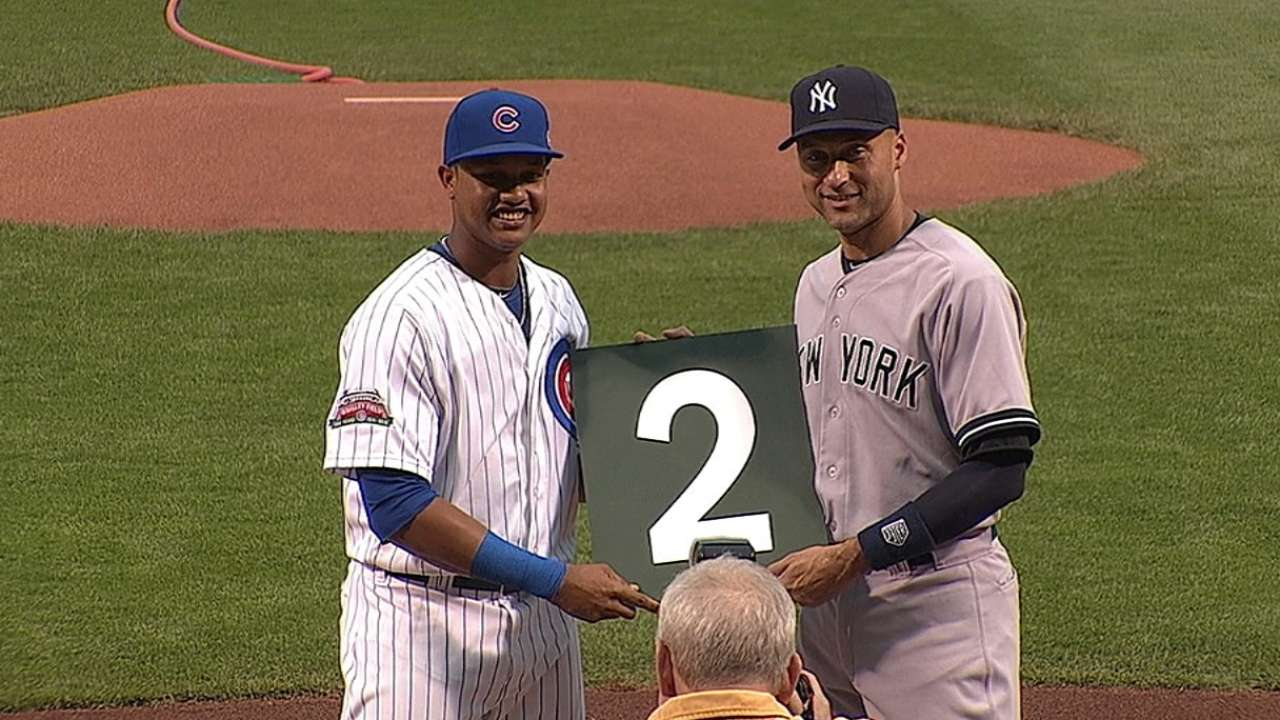 Cubs give Jeter No. 2 from Wrigley scoreboard