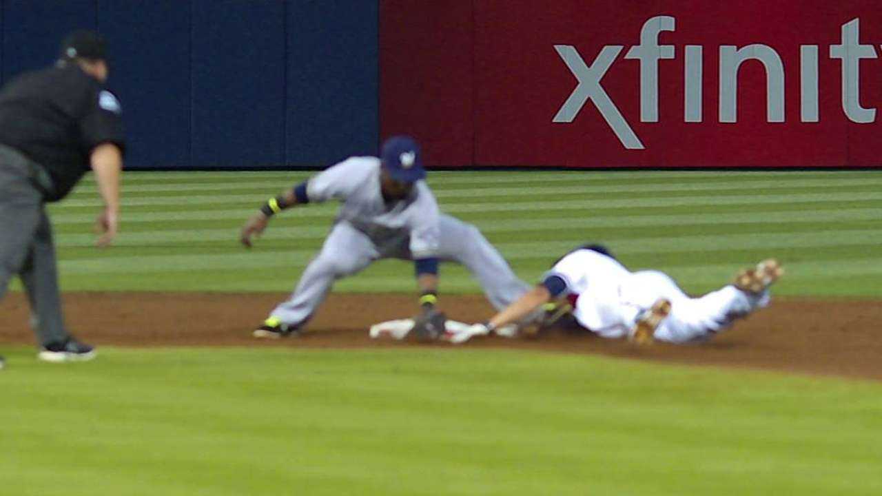 Braves win challenge on play at second base