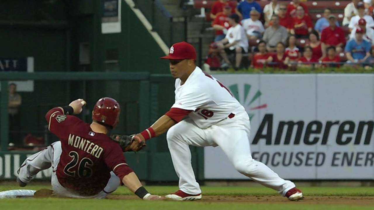 Cards' challenge erases D-backs' baserunner