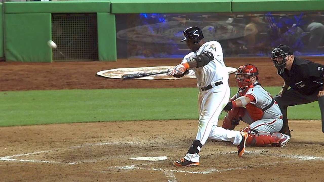 Grand slam de Ozuna guió paliza de Marlins vs. Filis