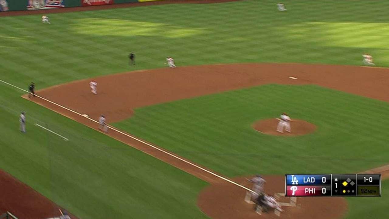 Kershaw domina y Dodgers pintan de blanco a Filis