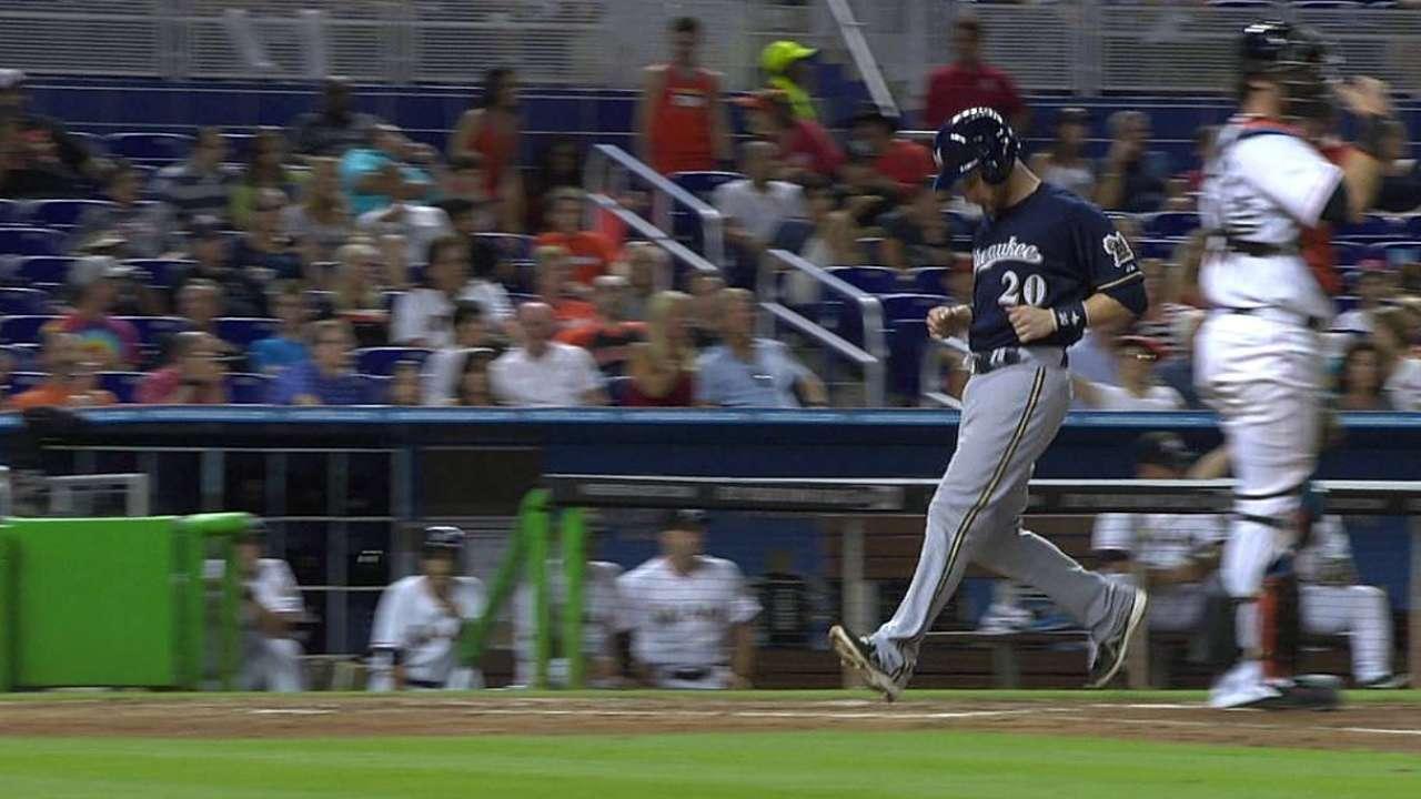 Gómez, Estrada guían triunfo de Milwaukee en Miami