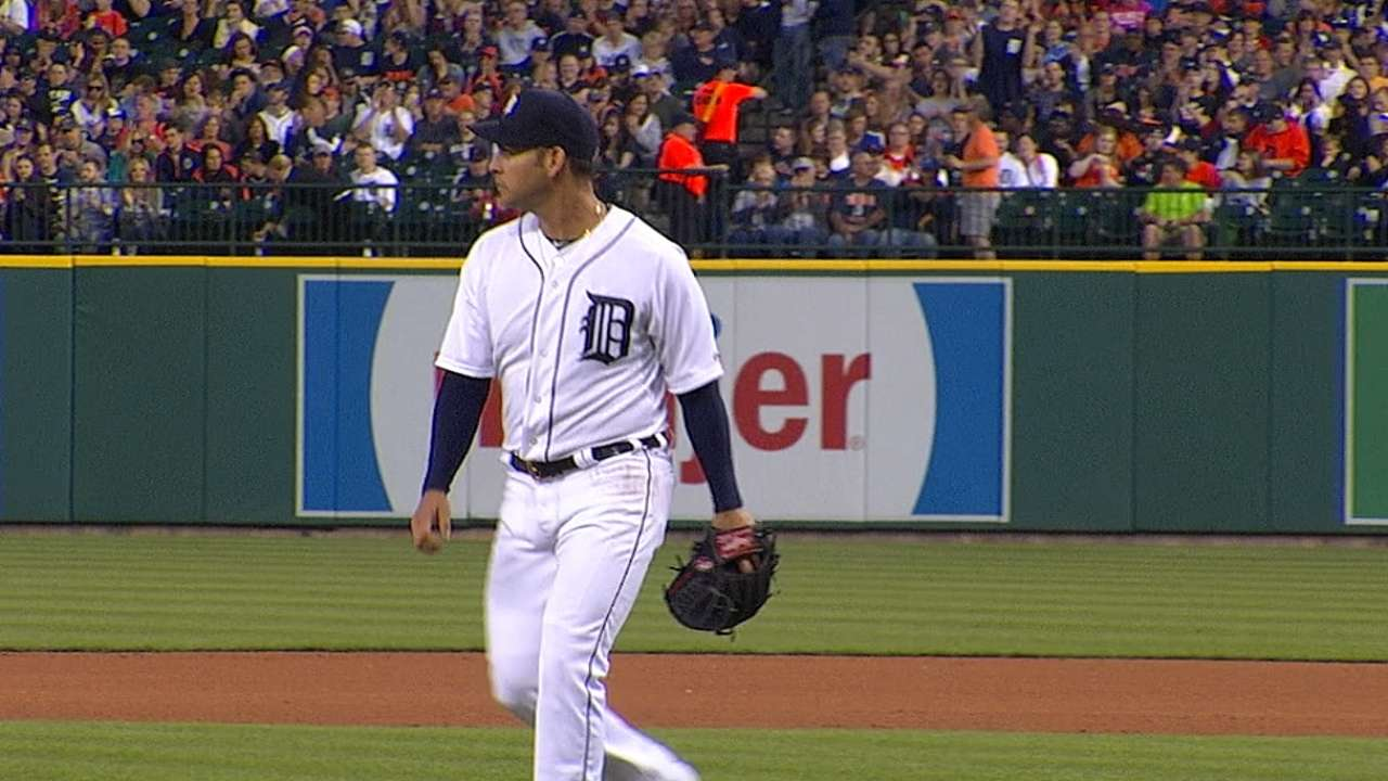 Sanchez settles in, pitches Tigers past Rangers