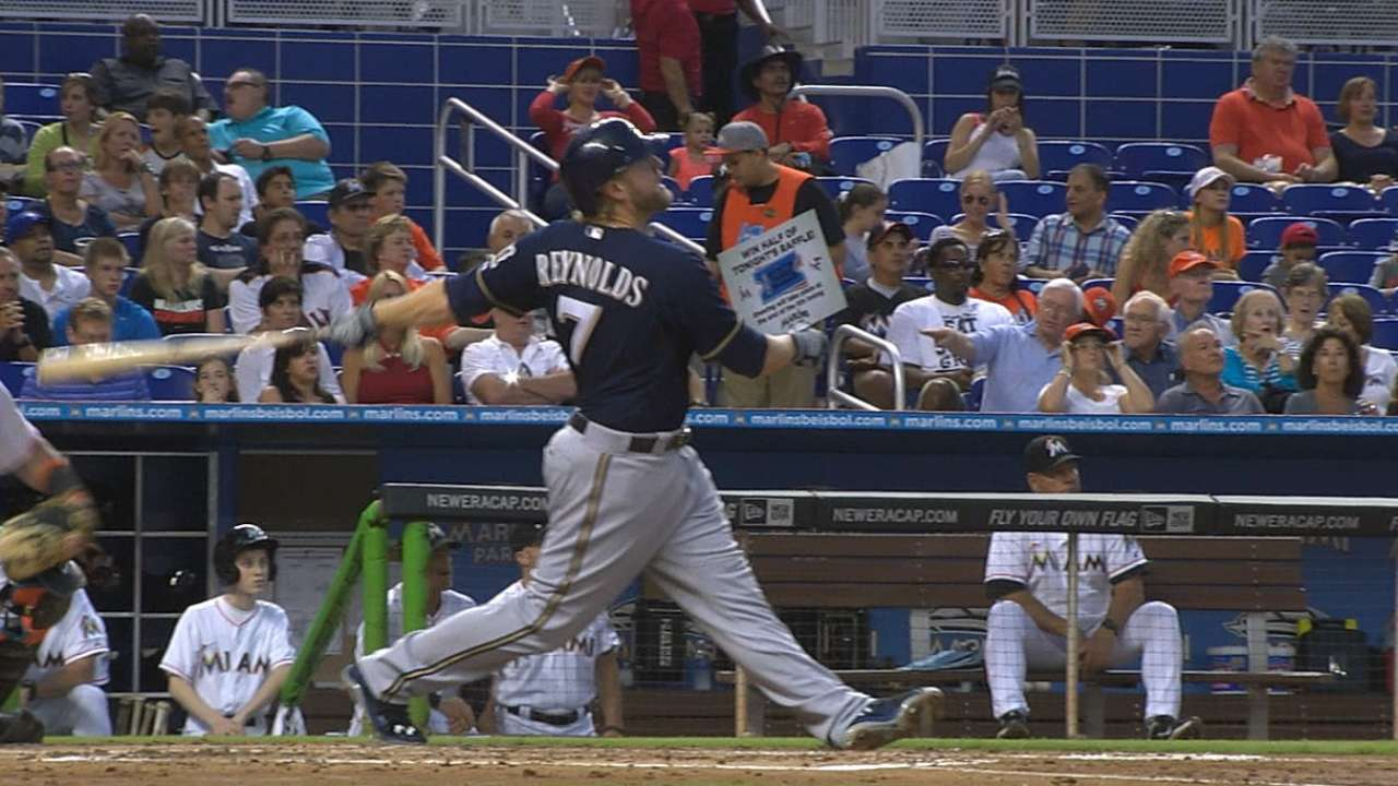 In seven-homer game, Brewers win with three