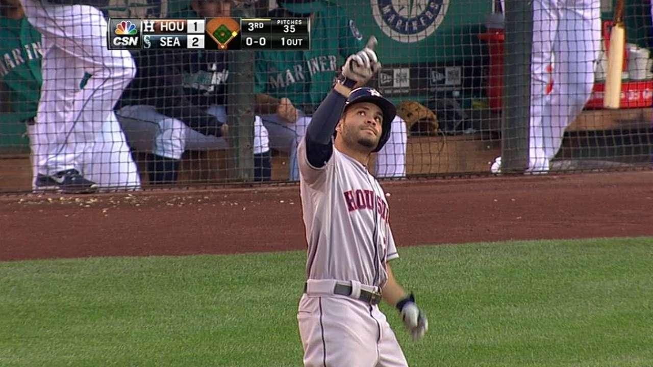 Altuve pega 3 hits pero Astros caen con Marineros