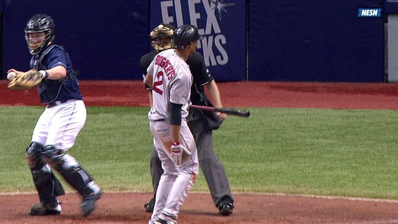 Bogaerts exits with right hamstring cramp