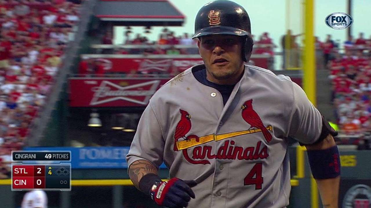 Molina gets rare break with Wainwright on hill