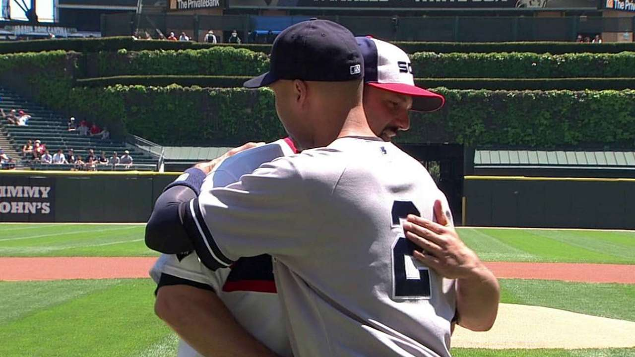 Konerko helps White Sox pay tribute to Jeter