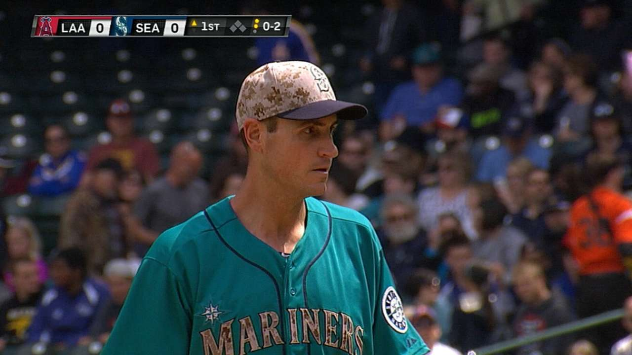 Mariners top Angels behind Young's gem, Cano's bat