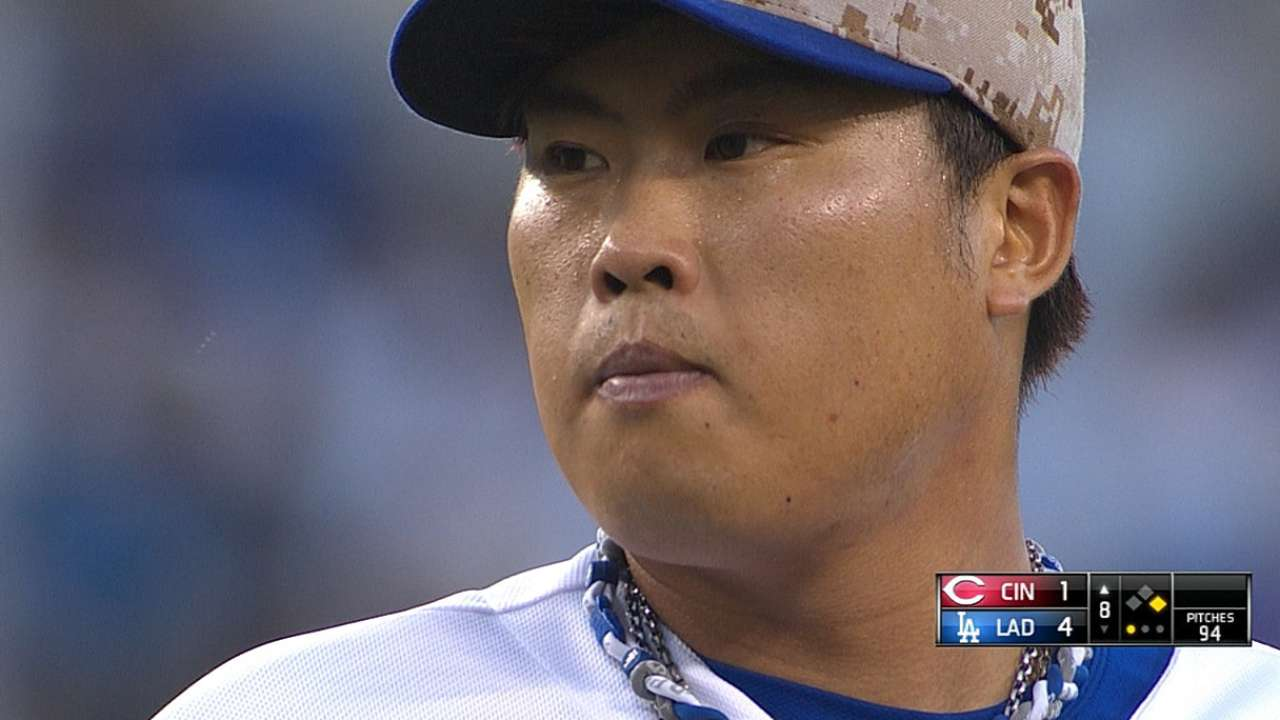 Dodgers hang on after Ryu loses perfecto bid