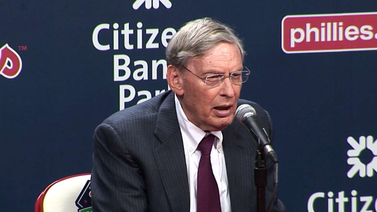 Selig honored in Philly for dedication in fighting cancer