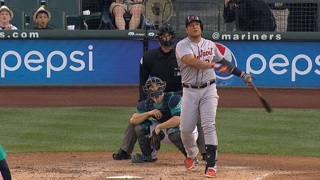 Miggy extends voting lead at 1B; Kinsler close