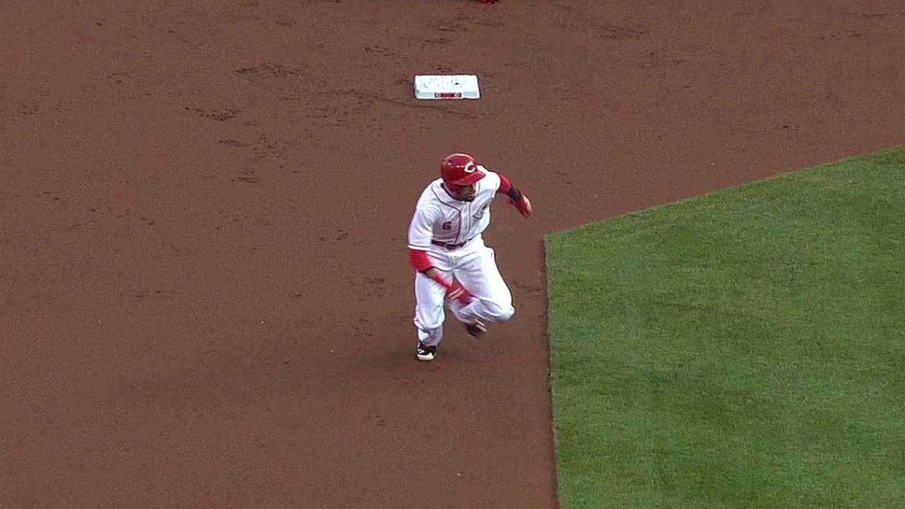 Reds keep offense rolling in victory over Giants