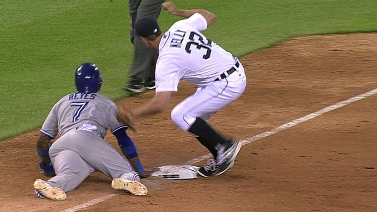 Reyes safe at third as Tigers lose challenge