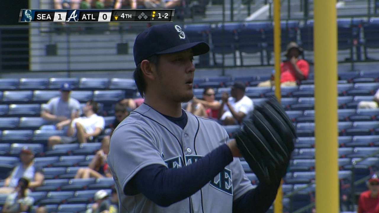 Iwakuma must wait to face former teammate Tanaka