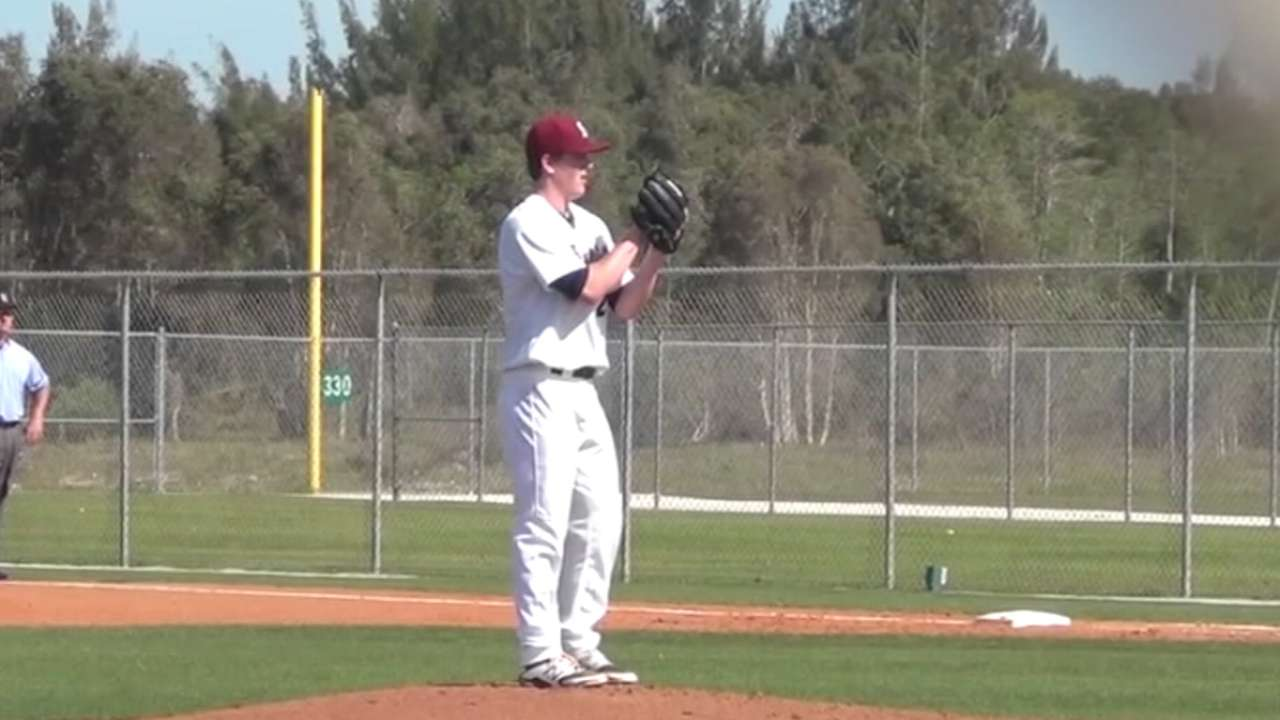 Yanks take high school righty DeCarr in third round
