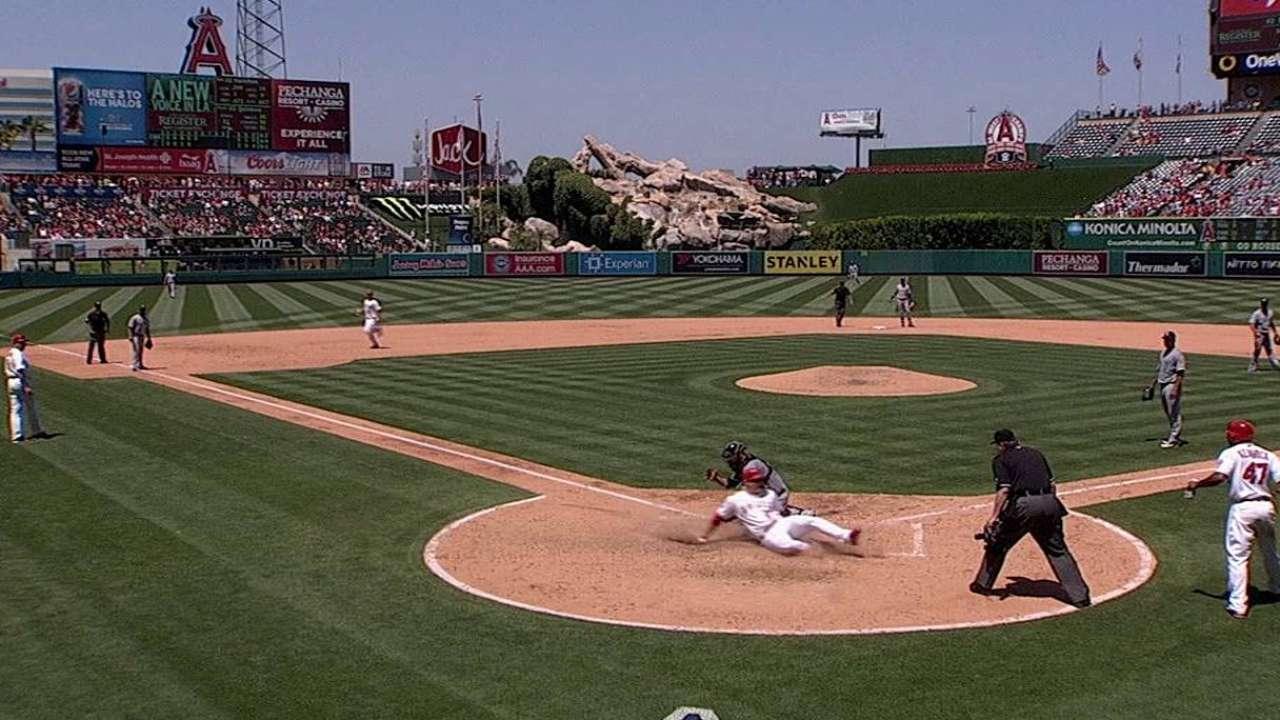 Hamilton backs Wilson's sharp outing vs. White Sox