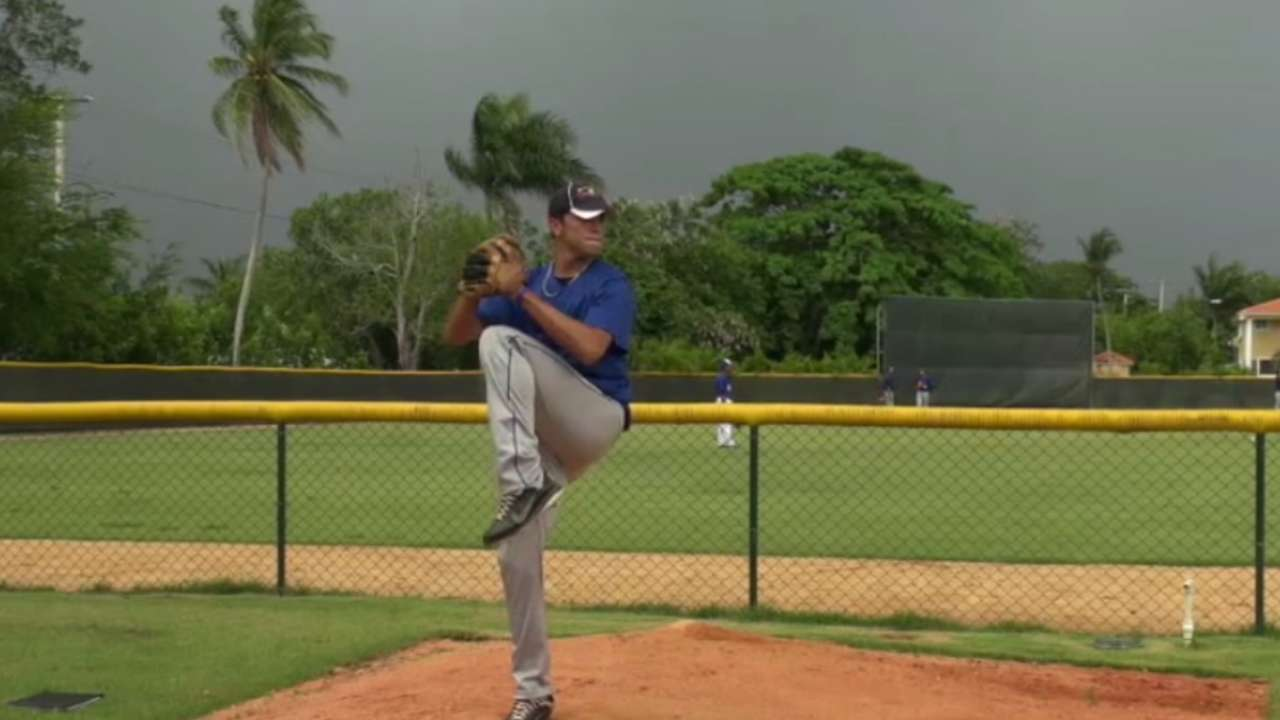 Blue Jays lock up pitching prospect Meza