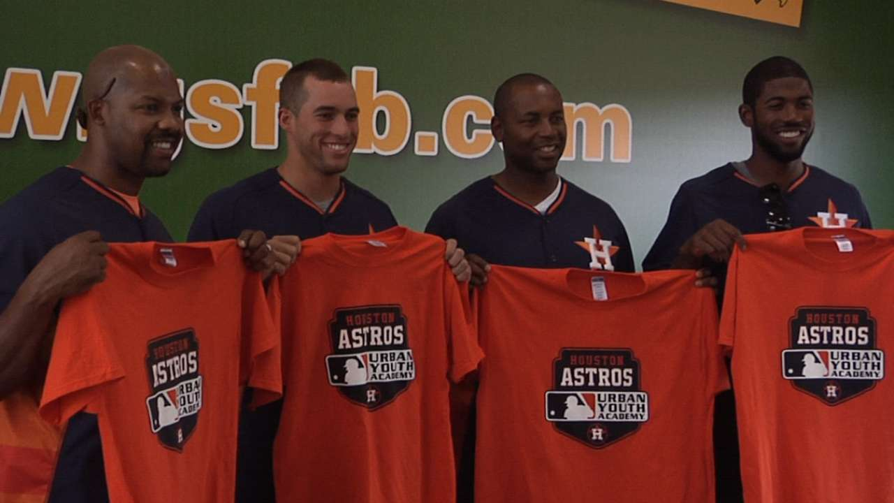 Astros players, coaches visit youth baseball camp