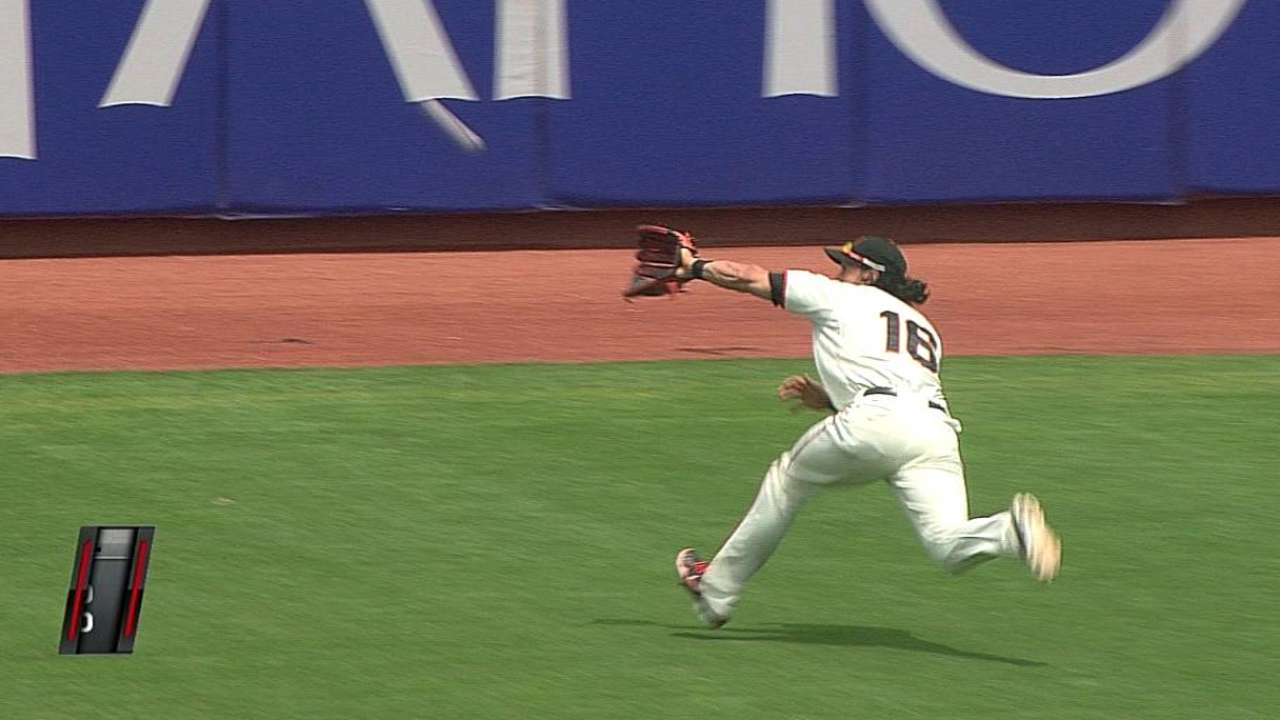 Back trouble forces Pagan out of Giants' lineup