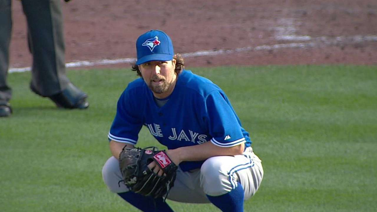 Injured Dickey, Lind listed day to day