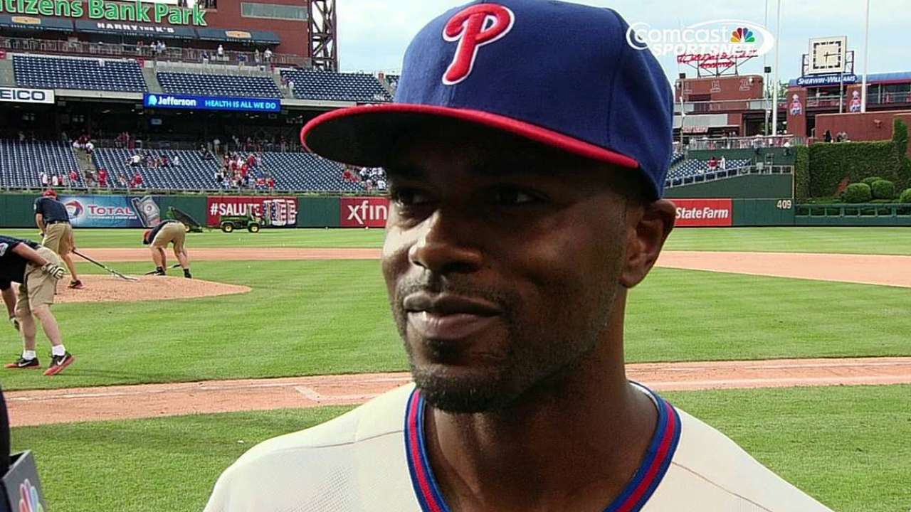 Rollins talks future with Phils after breaking record