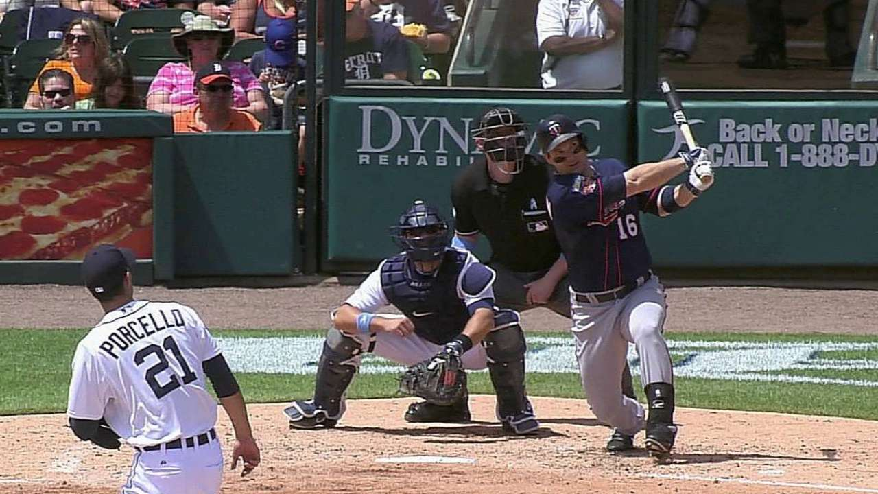Fielding miscue in ninth leads to Twins' loss