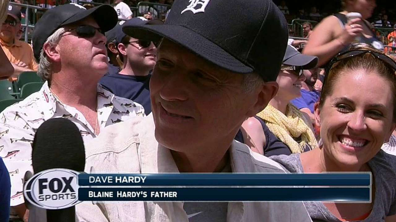 Wanting another lefty in 'pen, Tigers add Hardy