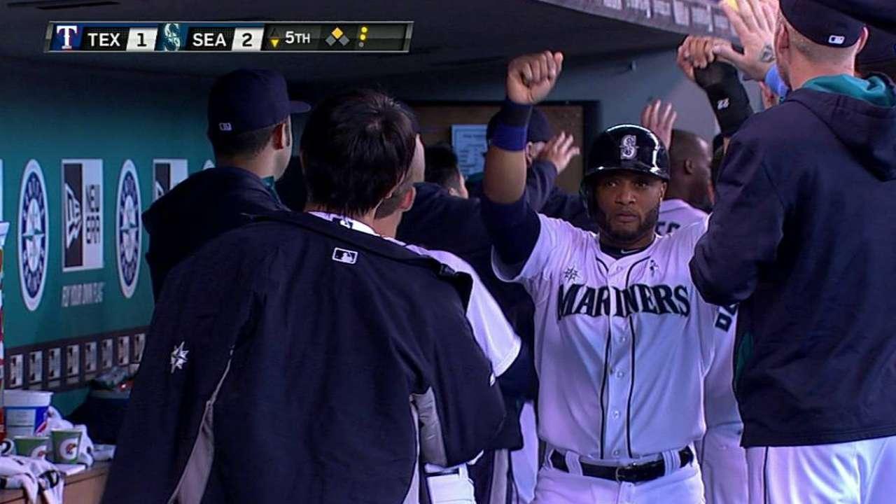 Iwakuma, Seager guiaron a Seattle contra Texas