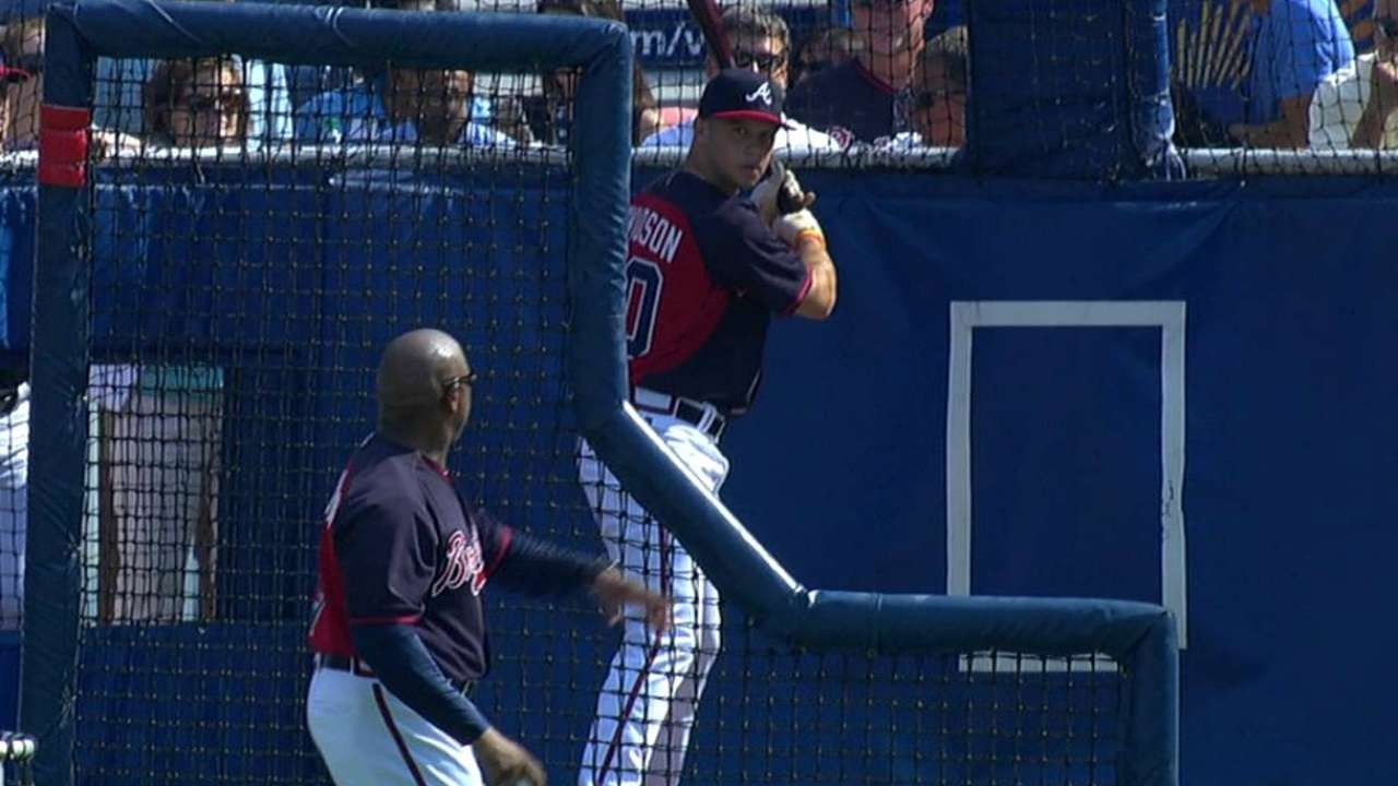Braves' top pick Davidson signs, takes BP at Turner