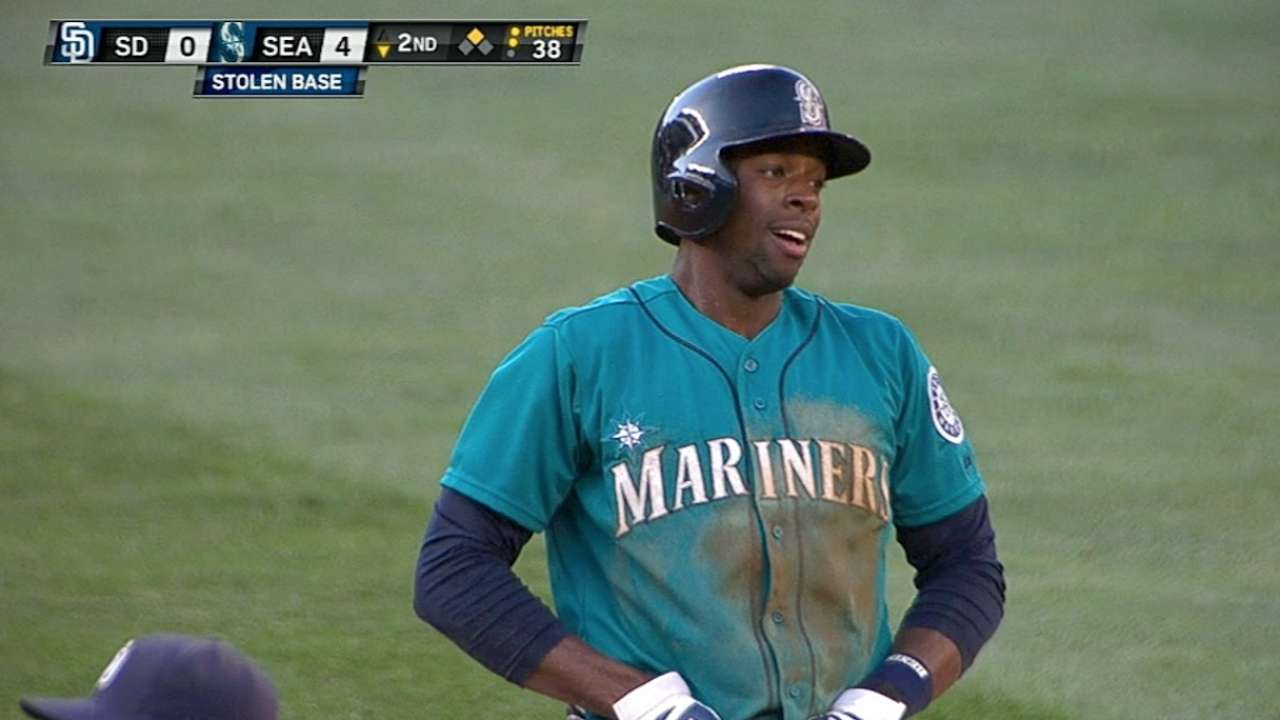 Jones' havoc on basepaths delights Cano