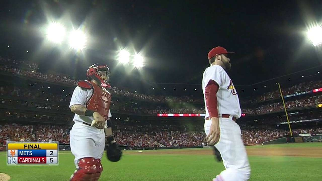 Neshek reinvents himself to get back to Majors