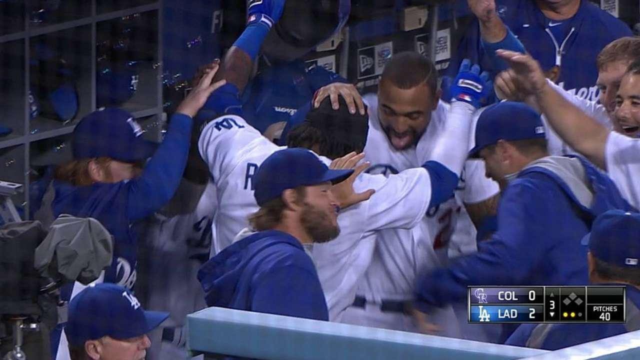 Hanley pega HR, luego se lesiona al ganar Dodgers